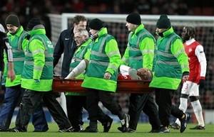Арсенал теряет защитника