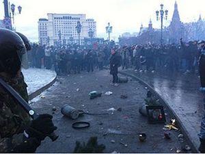Футбольные фанаты устроили массовые беспорядки в Москве
