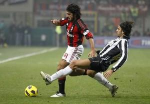 Милан теряет сразу двух игроков основы