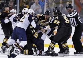 НХЛ. Форвард Бостона оштрафован