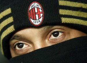Роналдиньо демонстративно покинул тренировку Милана