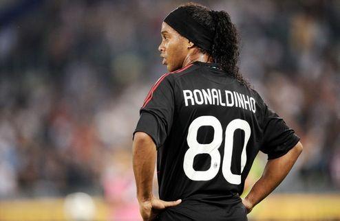 Роналдиньо покинул лагерь Милана