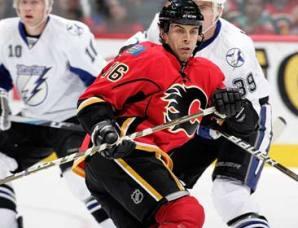 НХЛ. Форвард Калгари дисквалифицирован на шесть матчей
