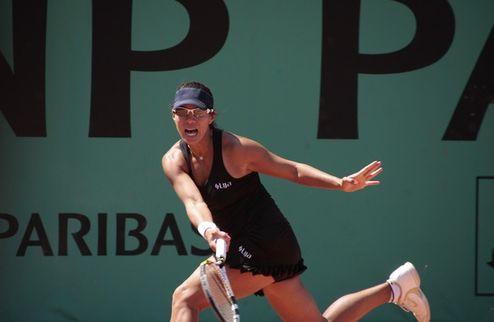 Australian Open (WTA). Цуренко бьет Шнидер, Клийстерс деклассирует Сафину