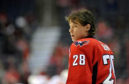 НХЛ. Вашингтон переподписал Семина