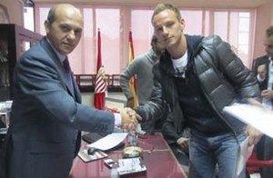 Официально: Севилья подписала хавбека Шальке