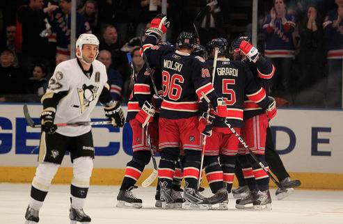 НХЛ. Рейнджеры одолели Питтсбург