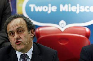 Платини хочет видеть пять арбитров на Евро 2012