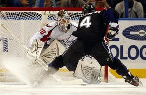 НХЛ. Холтби признан первой звездой дня