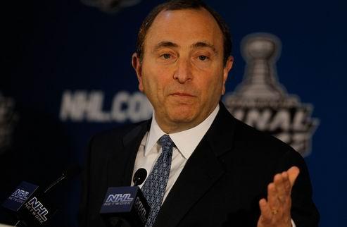НХЛ. Бэттмен продлил контракт с Лигой