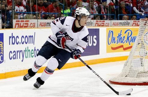 НХЛ. Торонто подписывает молодого защитника