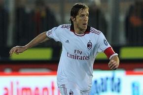 Амброзини хочет продлить контракт с Миланом