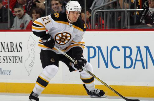 "НХЛ. Защитник Бостона наказан за ""средний палец"" фанам Монреаля"