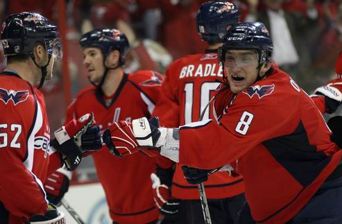 НХЛ. Вашингтон уверенно выходит в следующий раунд