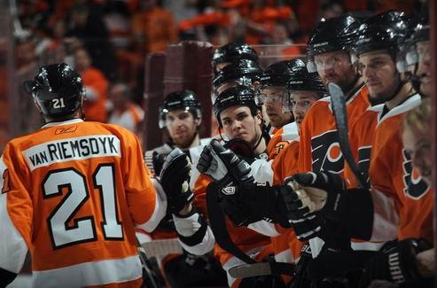 НХЛ. Дубль ван Римсдайка, победа Бостона в овертайме
