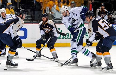 НХЛ. Тяжелая победа Ванкувера в овертайме