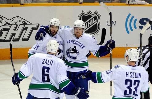 НХЛ. Ванкувер: семь очков Сединов, прорыв Сало и 13 бросков