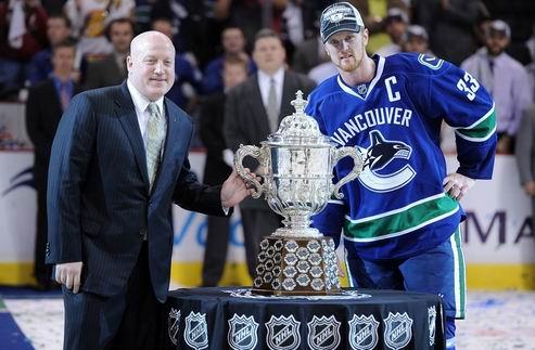 НХЛ. Седин отказался прикоснуться к трофею за победу в конференции