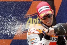 """MotoGP. Стоунер: """"Дождь помог мне победить"""""""