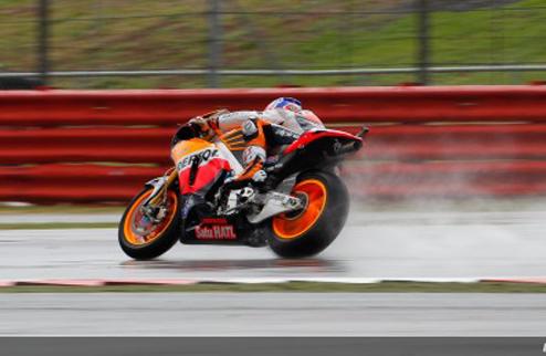 MotoGP. Гран-при Великобритании. Дождевая разминка за Стоунером
