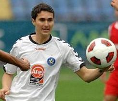 Металлург Д смотрит двух игроков сборной Армении