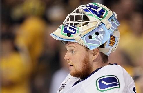 НХЛ. Ванкувер хочет сохранить Шнайдера