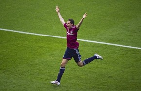 Шальке продлил контракт с талантливым полузащитником