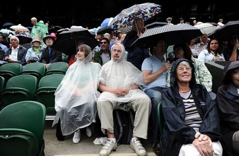 Дождь внес свои коррективы в Уимблдонский турнир
