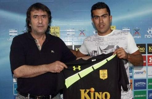 Кастильо подписал контракт с Арисом