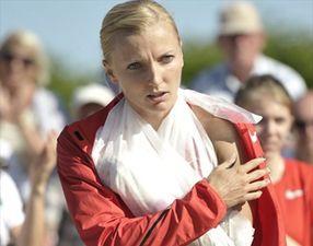 Легкая атлетика. Чемпионка мира пострадала из-за поломки шеста. ВИДЕО