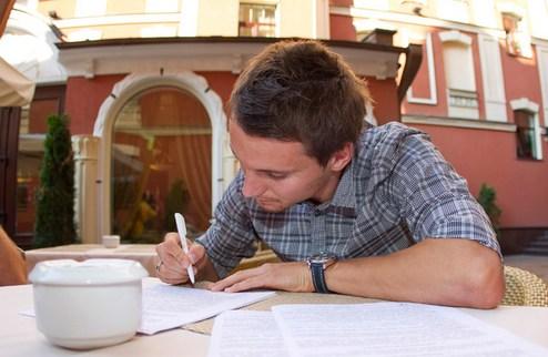 Олейник подписал трехлетний контракт с Днепром