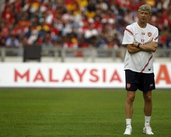 "Венгер: ""Вокруг Арсенала постоянно возникают слухи"""