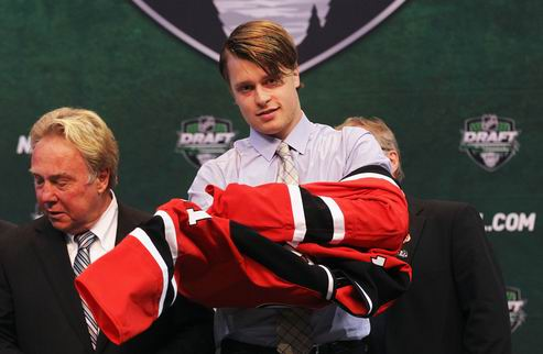 НХЛ. Нью-Джерси: Ларссон подписан на три года