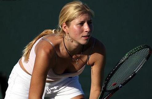 А.Бондаренко оступилась на старте турнира в Баку