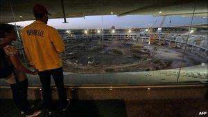 Бразилия обещает сдать стадионы к концу 2013 года