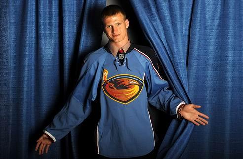 НХЛ. Виннипег подписал молодого нападающего