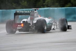 Шумахер винит коробку передач