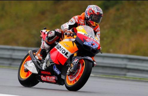 MotoGP. Гран-при Чехии. Практика № 3. Стоунер падает, но выигрывает, Росси — третий