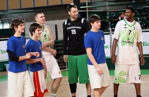 Стартовала заявка команд в Школьную баскетбольную лигу сезона 2011/12!