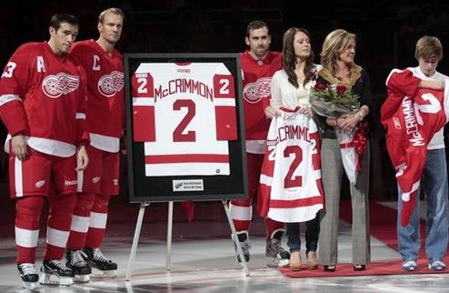 НХЛ. Детройт почтил память Маккриммона, Салея и Лива
