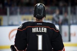 НХЛ. Хиллер признан первой звездой дня