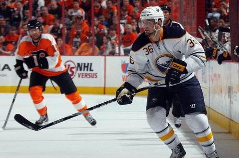НХЛ. Форвард Баффало наказан за удар головой в соперника