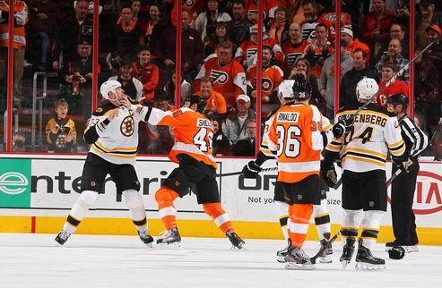 НХЛ. Бостон уничтожил Филадельфию