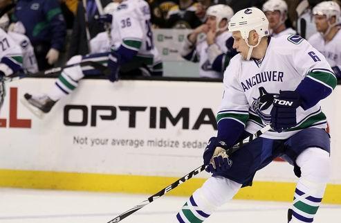 НХЛ. Ванкувер: возвращение защитника