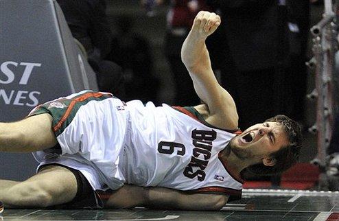 НБА. Богут пропустит 8-12 недель
