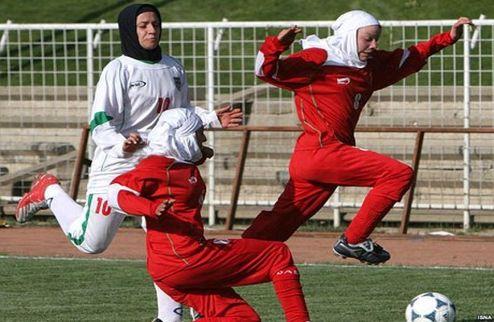 Иранские женщины смогут играть в хиджабах