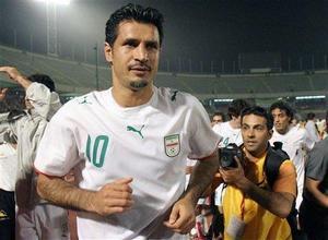 Легенда иранского футбола попал в автомобильную аварию