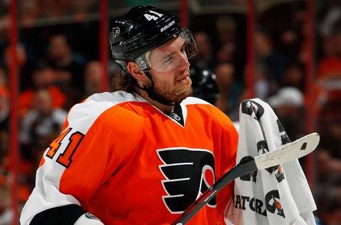 НХЛ. Защитник Филадельфии пропустит полтора-два месяца
