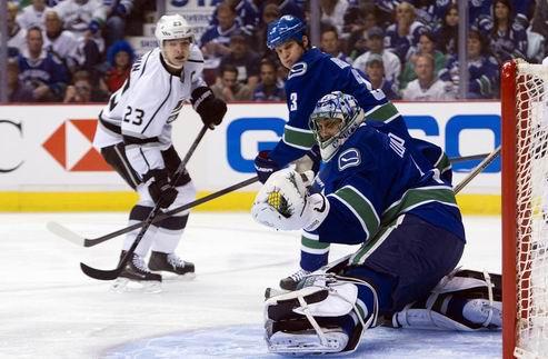 НХЛ. Лос-Анджелес разобрался с Ванкувером