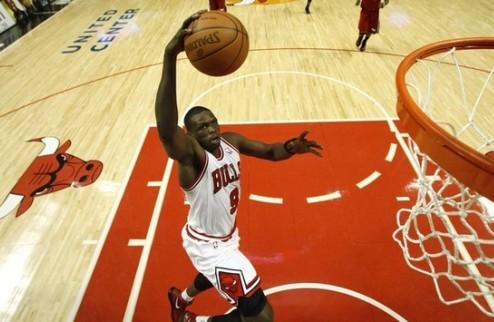 НБА. Чикаго теряет Денга